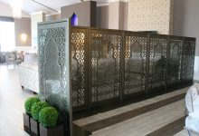 arabic-minaret-freestanding-laser-cut-metal-mirror-screen-corner-dining-area